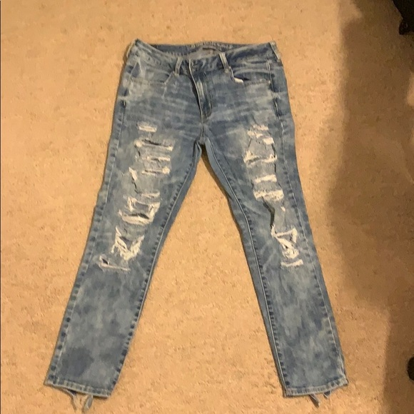 American Eagle Outfitters Denim - Cropped distressed jeans